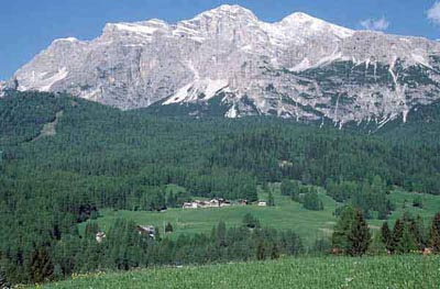 Tofane: arrive in Dolomites short term apartment