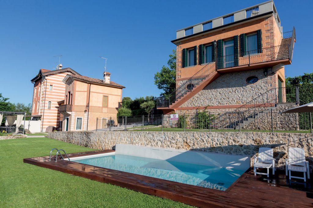 Prestigious villa with pool